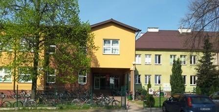 W szkole w Małęczynie w gminie Gózd nauka w formie hybrydowej potrwa do 10 października.