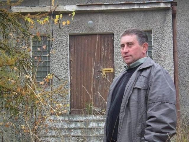 Tadeusz SoleckiSołtys Tadeusz Solecki cieszy się, że w Strzegowie powstaną mieszkania socjalne. – Ludzi we wsi przybędzie i budynek przestanie wreszcie straszyć