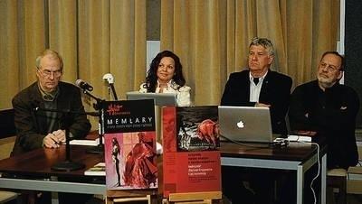 Na fotografii (od lewej) Jacek Waltoś, Joanna Boniecka, Andrzej Nowakowski (szef Wydawnictwa Universitas) i Tadeusz Nyczek Fot. Wacław Klag