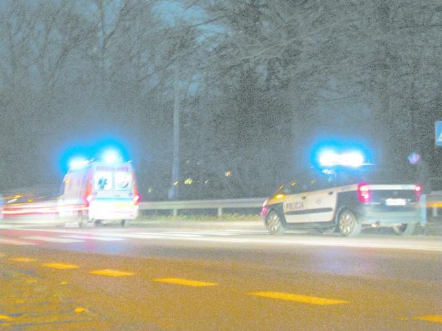 Na razie możemy liczyć na światła, ale tylko samochodów pogotowia i policji (zdjęcie zrobione po wypadku na przejściu przy zalewie)