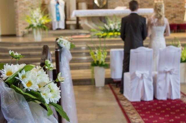 Ślub kościelny wiąże się z dużymi kosztami.