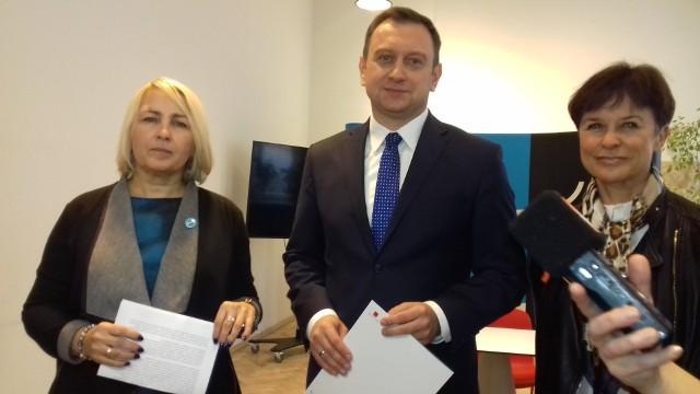 Joanna Podolska, dyrektor Centrum Dialogu, Beata Owczarska z Łódzkiego Towarzystwa Pedagogicznego,  Tomasz Trela, wiceprezydent Łodzi