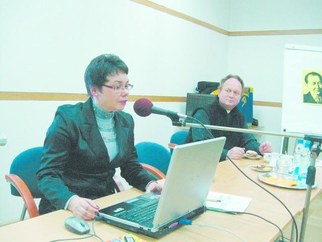 Postać pisarza przybliżyła publiczności dr Gabriela Jelitto-Piechulik z Instytutu Filologii Germańskiej UO.
