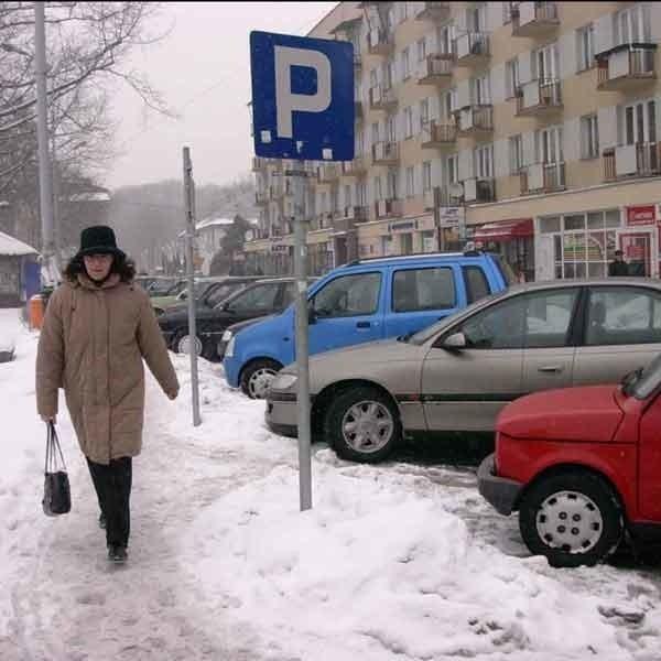 Problem braku miejsc parkingowych jest najbardziej dotkliwy w centrum miasta.