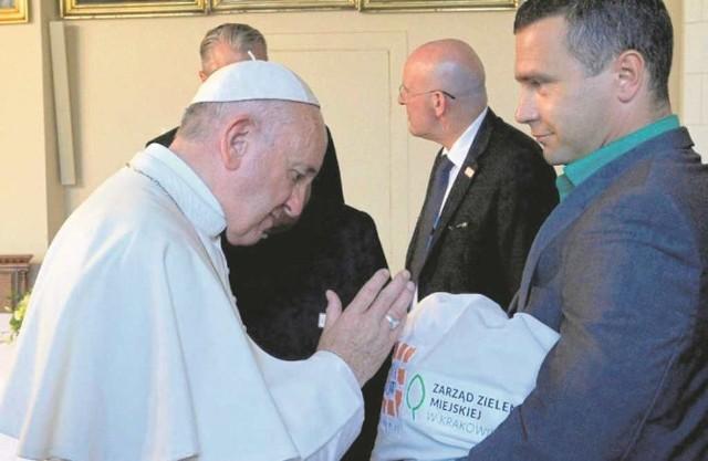Ojciec Święty pobłogosławił nasiona przyniesione przez dyrektora ZZM