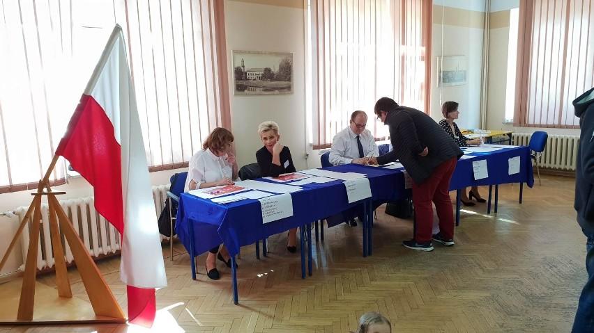 Oto trzynastu posłów i posłanek z okręgu nr 31 w Katowicach, którym udało się otrzymać mandat poselski w tegorocznych wyborach parlamentarnych. Przedstawiamy sylwetki osób, które będą reprezentowały nasz region w Sejmie. Zobaczcie zdjęcia