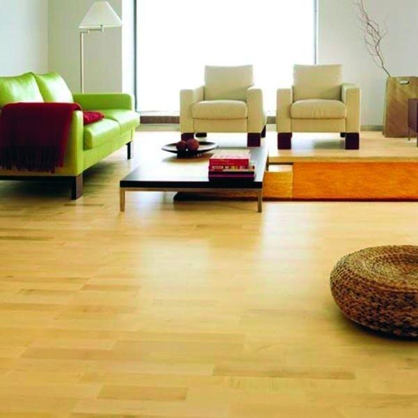 Wielowarstwowe podłogi z naturalnego drewna zawierają dwie lub trzy warstwy drewna, które są łączone ze sobą prostopadłe. Warstwa wierzchnia to drewno szlachetne - na zdjęciu klon.