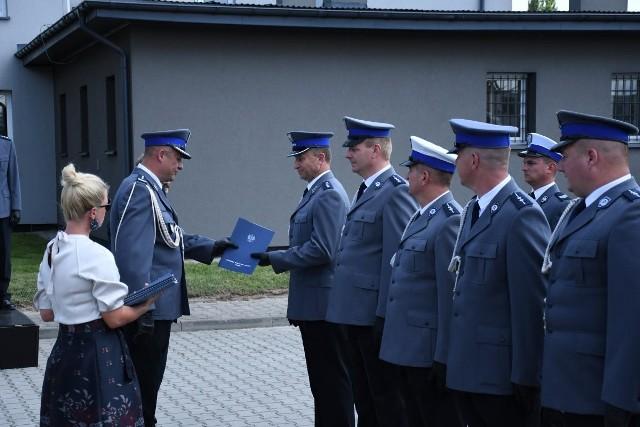 Podczas uroczystości 21 policjantów otrzymało awanse na wyższe stopnie.