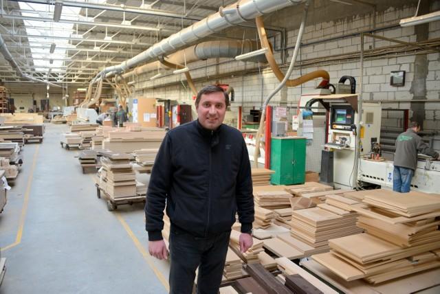 Paweł Wiśnicki, właściciel Kieleckiej Fabryki Mebli ze względu na duży eksport planuje szybką rozbudowę fabryki.