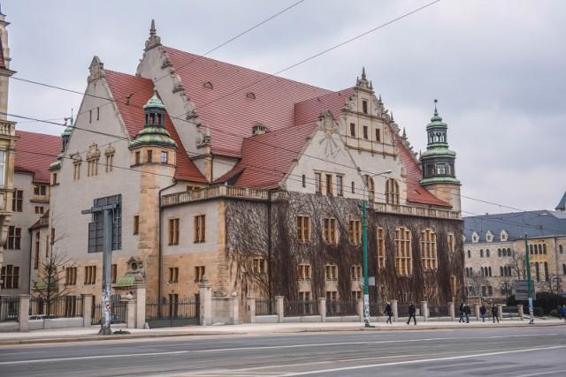 Collegium Minus, siedziba rektoratu Uniwersytetu im. Adama Mickiewicza w Poznaniu, zostanie 17 marca podświetlona na zielono.
