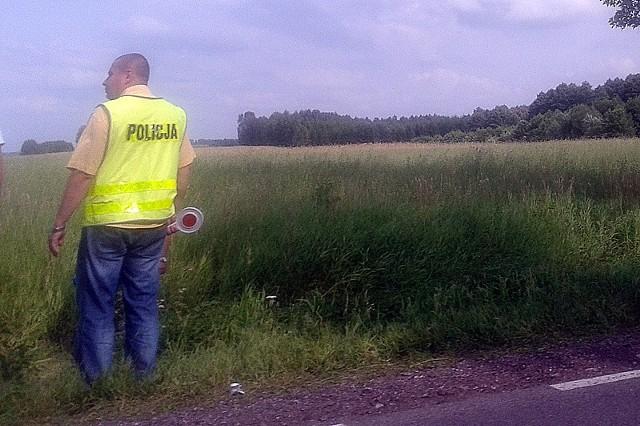 Śmiertelny wypadek. Rowerzysta nie żyje. Zdjęcie wykonane z na miejscu wypadku przez naszego Czytelnika.