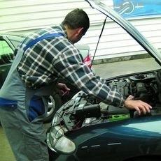 Jeżeli podczas naprawy mechanik zamontuje nowe części, poproś o fakturę - będziesz pewny, ze są legalne