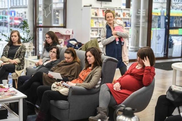 W ubiegłym tygodniu w Centrum Inicjatyw Rodzinnych przy ulicy Ratajczaka 44 odbyły się między innymi warsztaty dla przyszłych rodziców Szkoła Radzenia, które prowadzi Fundacja Cali Mali
