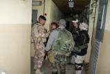 Wojsko wzywa rezerwistę na ćwiczenia, a bank zawiesza mu spłatę rat kredytu [zasady]