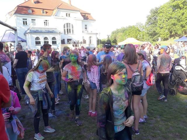 Festiwal kolorów był obok Młodzieżowego Domu Kultury w Stargardzie