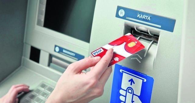 Ponad połowa konsumentów płaci za zakupy online przelewem bankowym
