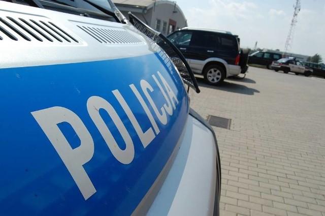 Policja z Człuchowa szuka kierowcy zielonego terenowego auta, który miał zaczepiać dziecko w Przechlewie
