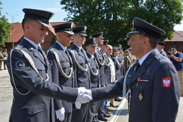W Inowrocławiu z okazji Święta Wojska Polskiego, podczas uroczystości na placu apelowym 56 Bazy Lotniczej, wyróżniający się żołnierze otrzymali awanse na wyższe stopnie oraz zostali odznaczeni medalami