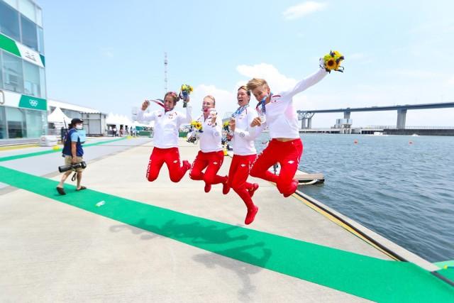 Wioślarska czwórka podwójna kobiet ze srebrnymi medalami: Agnieszka Kobus-Zawojska, Marta Wieliczko, Maria Sajdak i Katarzyna Zillmann