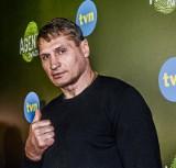 Andrzej Gołota odkurza psy ZOBACZ WIDEO Słynny pięściarz dostał zadania do wykonania od żony. Musiał też cerować skarpetki