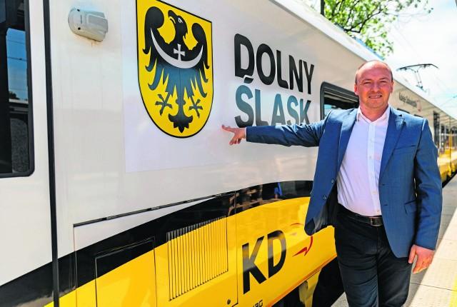 Dzięki kolei do Wrocławia wjeżdża mniej aut korkujących miasto - mówi Tymoteusz Myrda