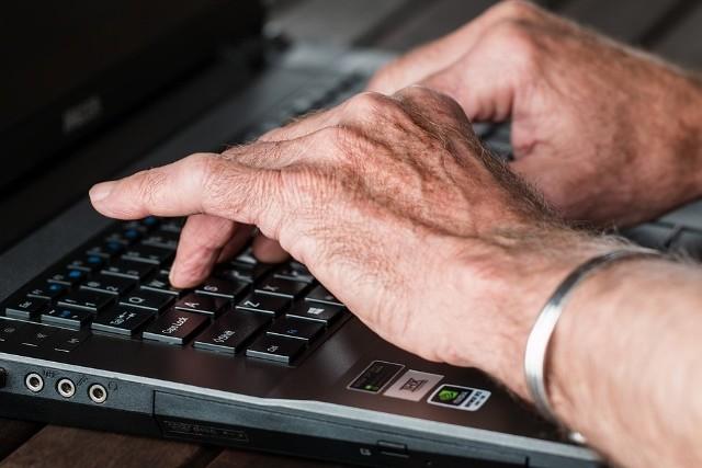 79-letnia mieszkanka Więcborka oddała fałszywemu policjantowi 30 tysięcy złotych