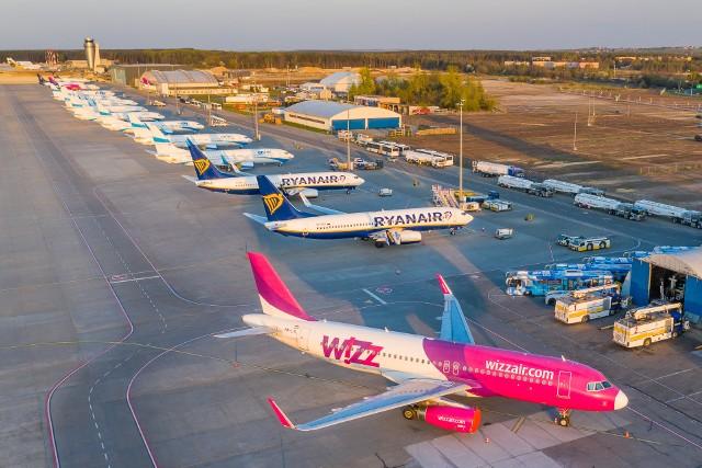 Lotnisko w Pyrzowicach z drona  pod koniec kwietnia 2020