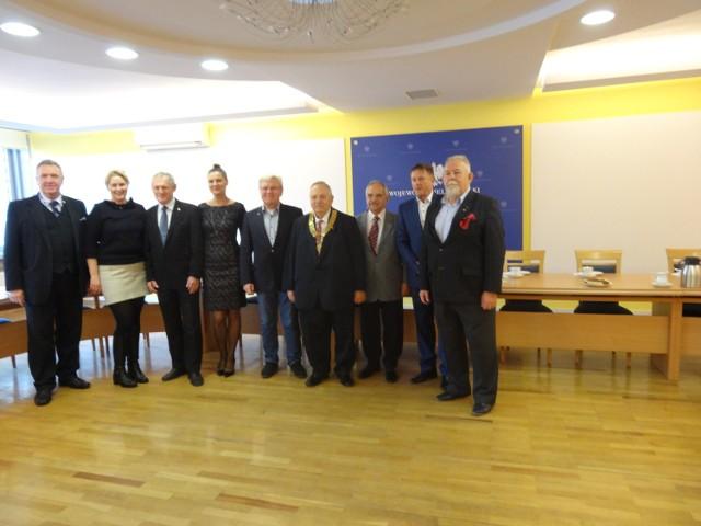 Członkowie Rotary Club Poznań-Starówka przed spotkaniem z wicewojowdą Dorotą Kinal