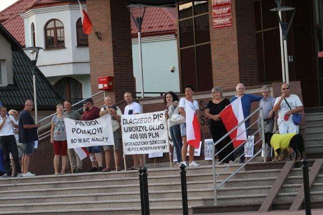 Jeden z ubiegłorocznych protestów przed tarnobrzeskim sądem