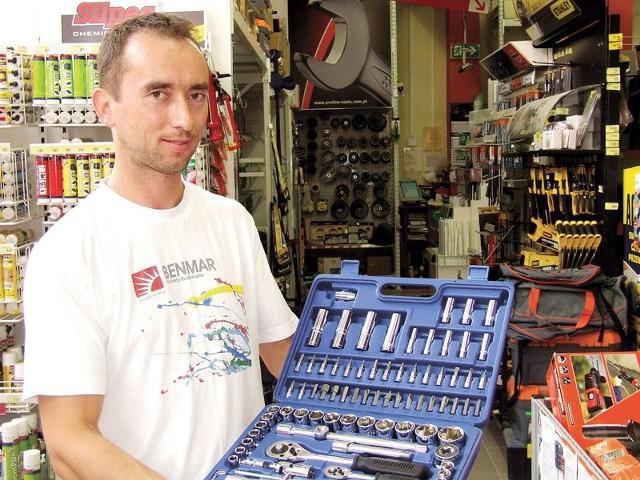 Zestaw kluczyZdaniem Bogdana Błahuszewskiego porządny zestaw narzędzi, który posłuży w naszym domu długie lata, możemy kupić już nawet za 150–200 zł.