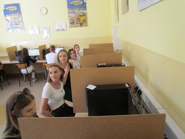 Uczniowie zdawali egzamin elektronicznie.