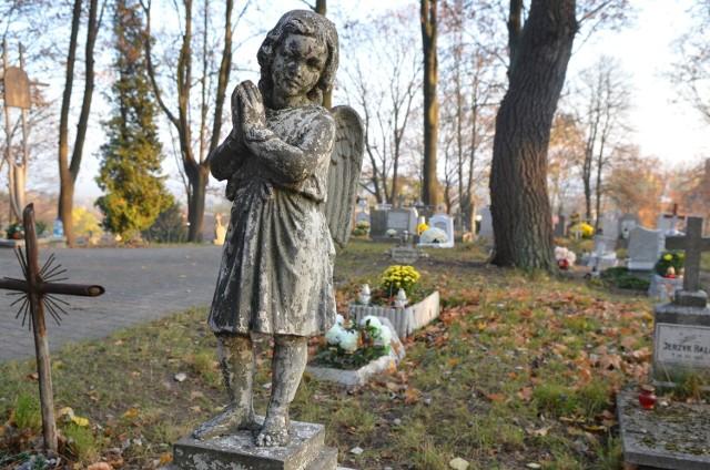 Kto wybierze się autem na cmentarz przy ul. Warszawskiej w Gorzowie (na zdjęciu), zaparkuje np.  przy ul. Głowackiego.