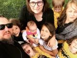 """Mama 4 plus: emerytura dla matek. Dla kogo pieniądze i """"matczynna emerytura""""? Świadczenia Mama Plus. Komu przysługuje? ZASADY [31.12.2020]"""