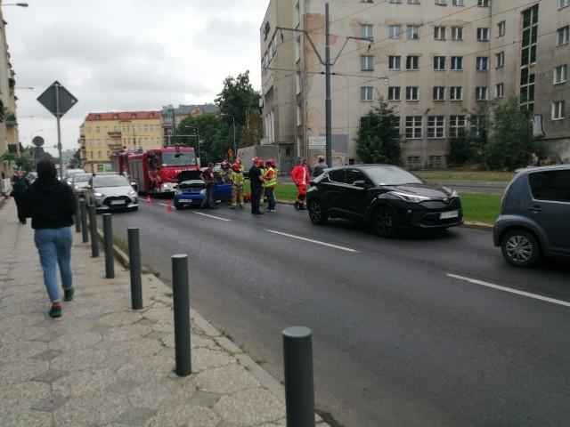 W wypadku przy ul. Grunwaldzkiej biorą udział trzy samochody
