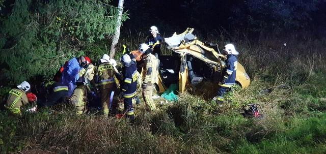Wypadek na DK65 w Zalesiu. Pijana kobieta dachowała osobówką