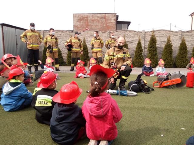 Najmłodsi mieszkańcy powiatu nakielskiego mieli okazję dowiedzieć się na czym polega służba strażaka