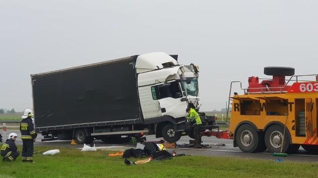 Wypadek na autostradzie A4. Zderzyły się trzy ciężarówki