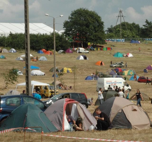 Jeśli wybieracie się do Kostrzyna, to powinniście wiedzieć, gdzie jeszcze można rozbić swój namiot. Festiwalowe pole zapełnia się już bowiem w błyskawicznym tempie.