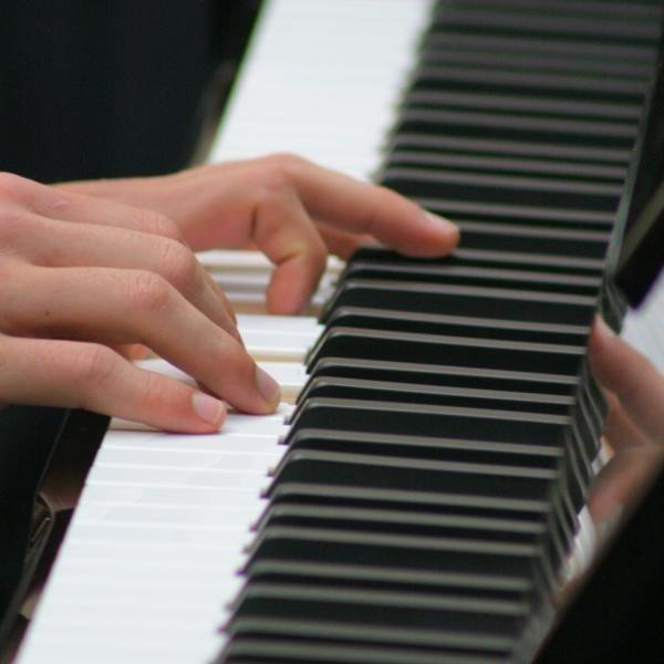 Artyści zagrają w piątek kompozycje Chopina.