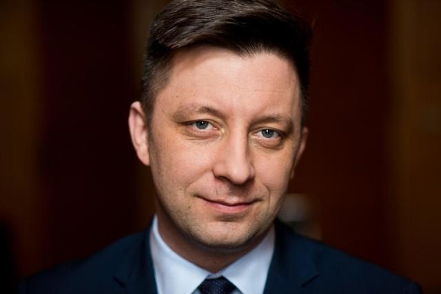 Michał Dworczyk - szef Kancelarii Prezesa Rady Ministrów (KPRM). W latach 1989-2006 był harcerzem. W 2005 r. zaczął pracę w kancelarii premiera (do 2007 r.), w latach 2009-2010 doradca prezydenta Lecha Kaczyńskiego. Był też wiceministrem obrony
