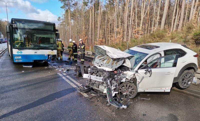 Gdynia: Pierwsze ustalenia w sprawie wypadku na ul. Chwarznieńskiej. Sprawca stracił prawo jazdy