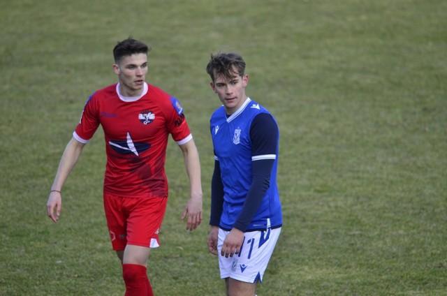 Jakub Karbownik (na zdjęciu z prawej) jest jednym z najzdolniejszych zawodników w poznańskiej akademii. 20-latek niecierpliwie czeka na debiut w pierwszym zespole Lecha.