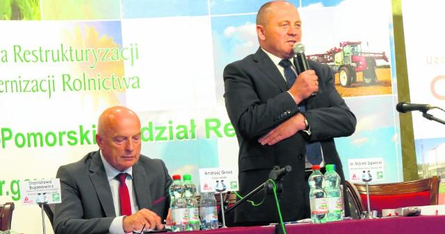 Minister Marek Sawicki przekonywał  w Wieńcu, że trzeba gromadzić wody opadowe. Obok Andrzej Gross, prezes ARiMR