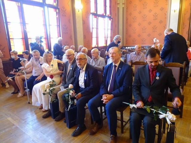 Medale na 100-lecie odzyskania niepodległości przyznane przez prezydenta RP Andrzeja Dudę wręczone zostały podczas uroczystości organizowanej przez Stowarzyszenie Osób internowanych Chełminiacy 1982