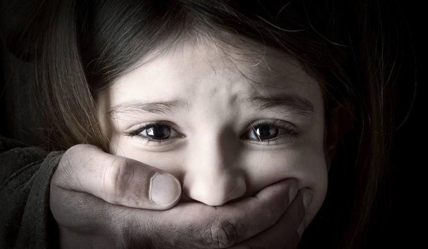 Ofiara molestowania: Moja ówczesna wiedza, podobnie jak większości rówieśniczek, o sferze seksualności była znikoma. Nie wiedziałam, nie mogłam wiedzieć, o co księdzu mogło chodzić, co chciał zrobić, ale czułam, że zdarzyło się coś, co nie miało prawa się zdarzyć.