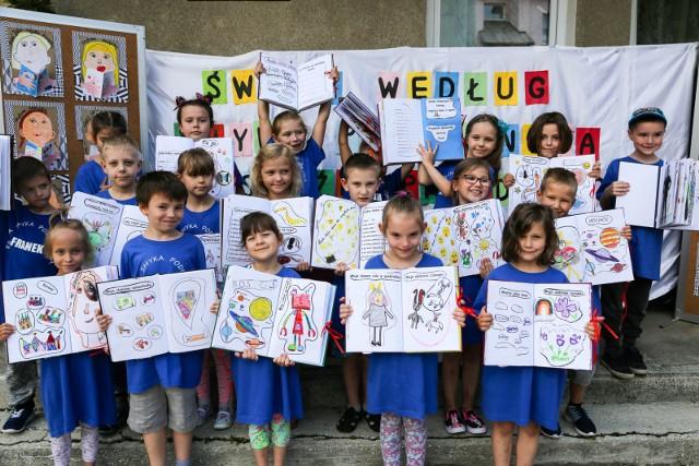 Dzieci narysowały książki dla siebie, ale zrobiły też książki dla pań wychowawczyń, by również miały pamiątkę.