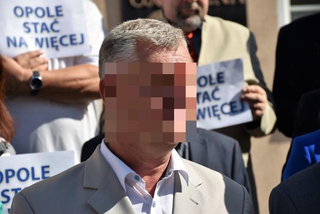 Arkadiusz Sz., radny PiS z Opola i doradca wojewody, usłyszał zarzut za jazdę autem pomimo braku prawa jazdy.