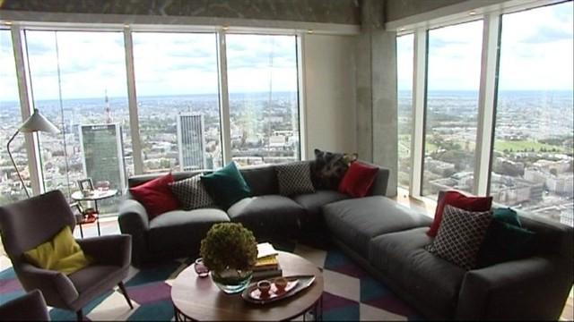 Widok z warszawskiego apartamentowcaApartamentowce warszawskie zmieniają panoramę Warszawy (WIDEO)