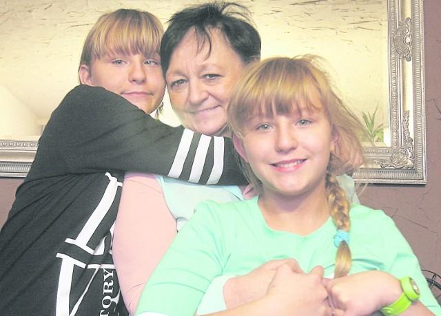 Mariola Raczkowska z Gliwic stworzyła spokrewnioną rodzinę zastępczą dla swoich wnuczek - Mai i Zuzi. A dla nich babcia jest najważniejsza na świecie