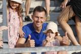Fortuna 1 Liga. Znane osoby na prezentacji Korony Kielce przed sezonem 2021/2022. Zobacz zdjęcia VIPów na Suzuki Arenie (GALERIA)